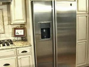 Dan Riley did not expect his $3,000 GE Profile refrigerator to be creating problems in his newly remodeled kitchen.