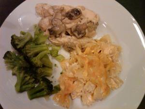 Crockpot Garlic Chicken and Mac and Cheese dinner