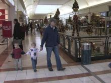 Last-minute shoppers can save with these tips