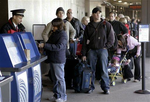 Travelers wait for curbside check-in at Newark Liberty International Airport in Newark, N.J., in this Nov. 21, 2006 file photo. Airline passenger traffic around the Thanksgiving holiday is forecast to rise 4 percent from a year ago, the Air Transport Association said Monday, Nov. 12, 2007. (AP Photo/Mike Derer, file)