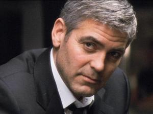 "In this photo provided by Warner Bros. Pictures,  George Clooney as Michael Clayton is shown in a scene from the movie ""Michael Clayton.""  The film received seven Oscar nominations including Clooney for best actor and best film. (AP Photo/Warner Bros. Pictures)** NO SALES **"