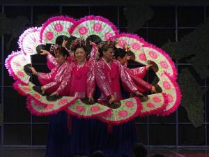 Korean fan dancers