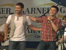 Josh Turner surprises 'Idol' Scotty