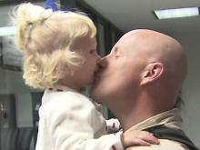 Soldier dad surprises daughter with early return