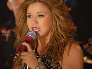 Kelly Clarkson (Image from KellyClarkson.com)