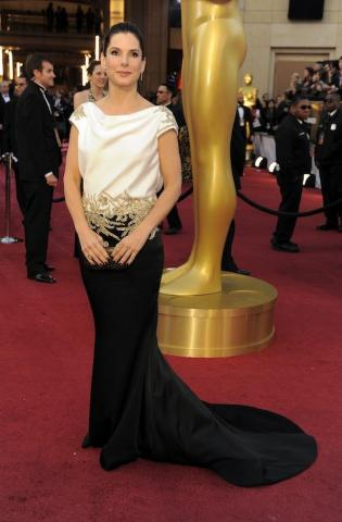 Sandra Bullock arrives before the 84th Academy Awards on Sunday, Feb. 26, 2012, in the Hollywood section of Los Angeles. (AP Photo/Chris Pizzello)