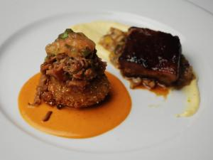 Course 3: Pork & Corn Duo, Lobster & Crab Cake, Heirloom Tomato Relish, Romesco, Brown Ale Pork Butt, Sweet Chili Ginger Glazed Cocoa Pork Belly, Corn Ragout, Cheddar Parsnip Grits Puree (Thompson of Flights) (Image from Competition Dining)