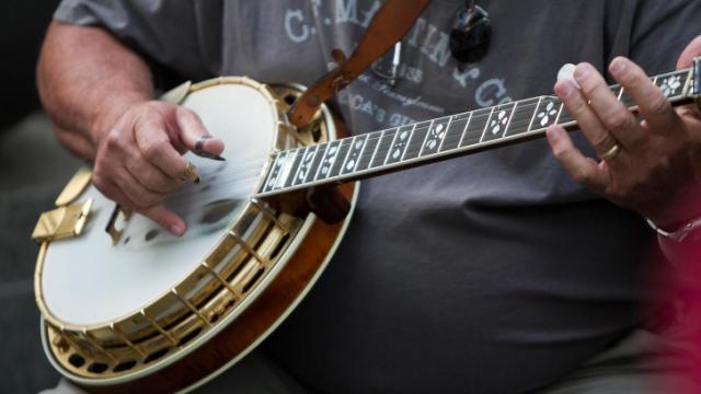 Banjo picking at Wide Open Bluegrass.
