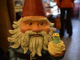 Travelocity Roaming Gnome eats a cupcake
