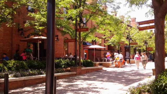 Outdoor dining at Brightleaf Square in Durham. (Image from Hadassah Patterson)