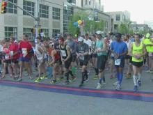 Cold weather presents new challenge for Rock 'n' Roll Marathon runners