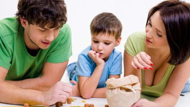 """Children give up easily when learning new things and trying new skills. Those who succeed have parents who don't give up on them. This article outlines three ways parents can """"push"""" their children to be successful. (Deseret Photo)"""