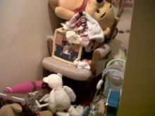 "Aysu Basaran's daughter ""cleans up"" her room."