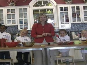 Susan Caldwell, founder of Lil' Chef studios in North Hills, and her teams of young chefs bring us fun, healthy recipes especially for the summertime.