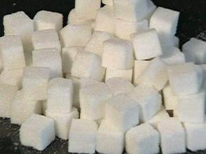 A new study suggests that diets high in added sugars increase the risk of heart disease.