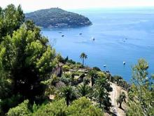 The French Riviera features more than 65 miles of varied coastline, including about 25 miles of sandy or pebbly beaches.