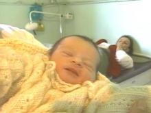 Refugee Mothers Share Stories at 'Hall of Births'