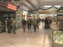 Last-Minute Shoppers Pick Up Holiday Gifts