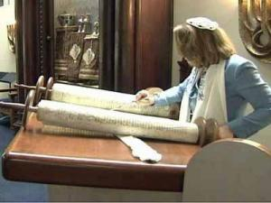 Rabbi Lucy Dinner reads the Torah at  the  Temple Beth Or synagogue in Raleigh.