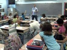 Dillard Drive Elementary School teacher Nathan Carter conducts class on Aug. 25, 2009.