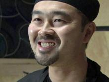 Chef makes sushi roll to help Japan quake victims