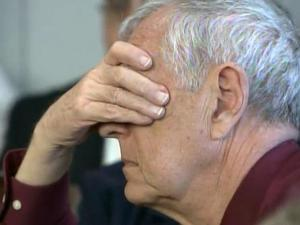 Janet Abaroa's father, Val Christiansen, places his hands over his eyes as jurors view photos of Janet Abaroa's body, as recorded by crime scene investigators on April 27, 2005.