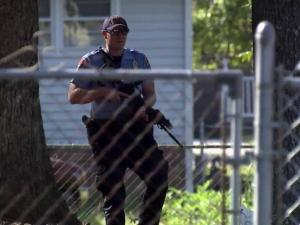 Police ran through back yards to capture suspected car thieves