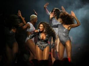 Beyonce performs during the MTV Video Music Awards on Sunday Sept. 13, 2009, in New York.  (AP Photo/Jason DeCrow)