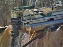 Pontoon stuck on dam is popular boat show