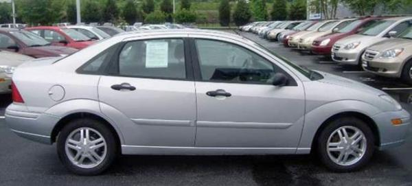 A silver Ford Focus that Raleigh police say is similar to the missing one belonging to Patsy Eason Barefoot, 60. Officers making a welfare check found Barefoot's body inside her Wake Forest Road apartment Saturday, June 27, 2009. Police said her car, with license plate number RNY-5847, was missing.