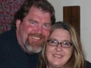 Ronald Dewey Anderson Jr. and his wife, Su (Photo from Facebook.com)