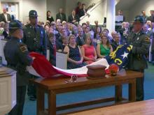 Hundreds pay respects to former governor