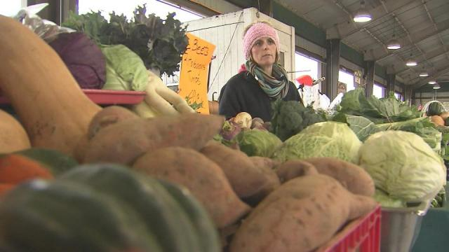 On Sunday, high temperatures climbed into the low 70s – unseasonably warm for January. Five days later, WRAL meteorologists expect snow to fall across central North Carolina. So, does the roller coaster weather signal disappointing winter and harvests for local farmers? Not necessarily, say farmers at the Raleigh Farmers Market.