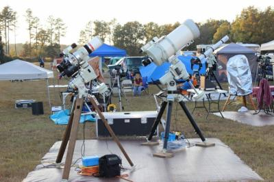 Telescopes of all sizes fill the park meadow during a recent star party. (Credit: CHAOS)