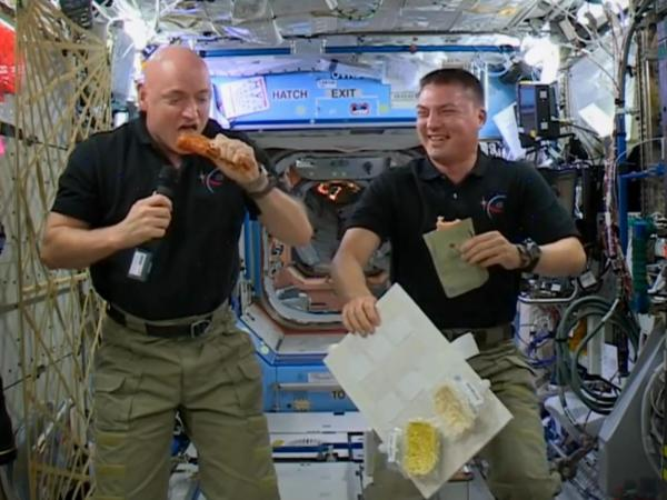 Astronauts pause to celebrate Thanksgiving together