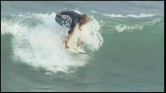 Surfers delay evacuation decision