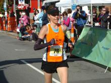 Kelcey Carlson at the City of Oaks marathon, November 2011. (Photo courtesy of GradImages®/MarathonFoto)