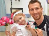 4-year-old cancer patient 'exchanges vows' with favorite nurse