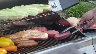 Grill gadgets alert you when dinner is ready