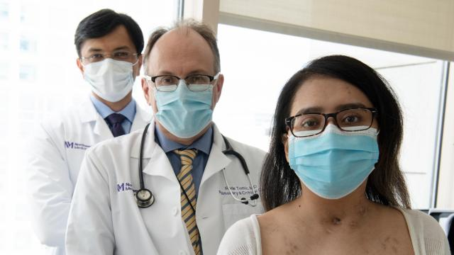 Mayra and her doctors post-transplant