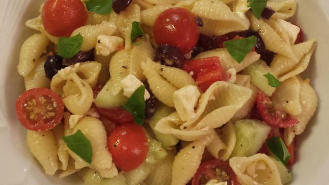 Pasta salad with veggies