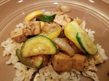 Teriyaki tofu and veggies on rice