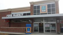 IMAGE: ALDI limiting amount of customers and changing flow of traffic in stores