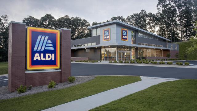 ALDI store front (photo courtesy ALDI)