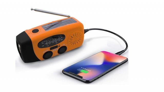 Radio d'urgence solaire (photo fournie par Amazon)