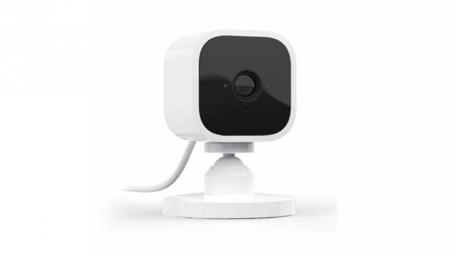 دوربین امنیتی هوشمند کوچک و چشمک زن Blink Mini Compact (با مجوز عکس از آمازون)
