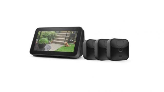 بسته Blink Outdoor 3 Cam Kit with Echo Show 5 (حسن نیت ارائه می دهد عکس آمازون)