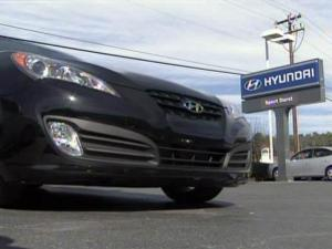 Hyundai is among several carmakers offering discounts to Toyota owners in the wake of a massive Toyota recall over sticky accelerator pedals.