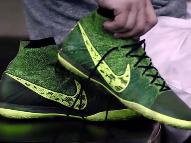 Nike to start selling shoes on Amazon ::