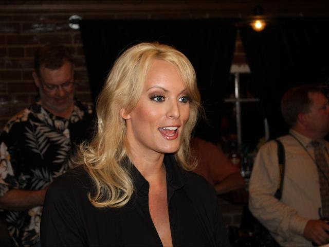 Jimmy Kimmel spoke about President Trump with porn actress Stormy Daniels on Tuesday night, or at least he tried to.